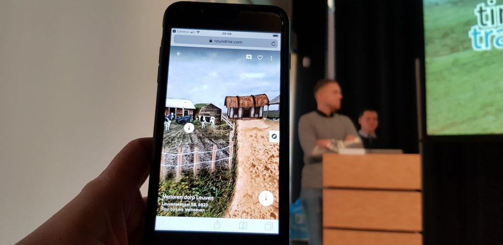 Studenten van de HAN presenteren Time Travel App Leuven