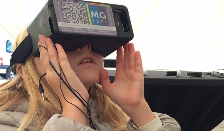 Meisje met VR bril