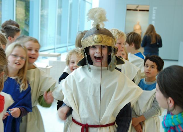 Kinderen Reizen in de Tijd in Museum Valkhof
